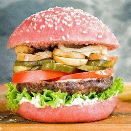 Pink Gourmet Burger con Papas Fritas