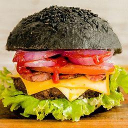 Black Mamba Burger con Papas Fritas