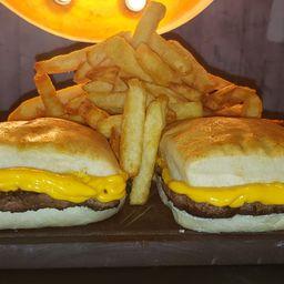2 Gran Burgers con Queso y Fritas