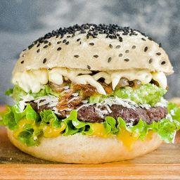 White Avocado Burger con Papas Fritas