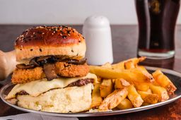 Hamburguesa de Carne & Pategrás
