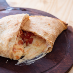 Calzone de Tomate y Queso