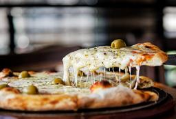 Pizza Muzza Grande + 2 Cervezas