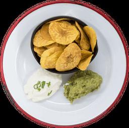 Chips de Plátano Verde con Dips