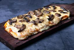 Pizza con Mozzarella & Cebolla Caramelizada