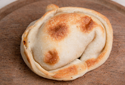 Empanada de Salmón, Queso Brie y Huevo