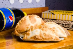 Docena de Empanadas & Bebida