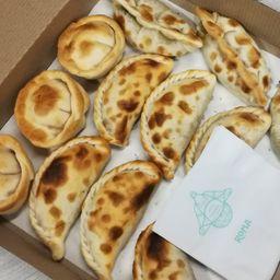 12 Empanadas & 1 de Regalo