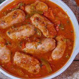Chorizo a la Pomarola con Guarnición & Bebida