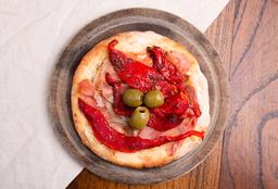 Pizzetinha de Jamón Crudo, Morrones y Aceitunas Negras