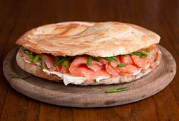 Sándwich de Salmón Ahumado, Queso y Rúcula
