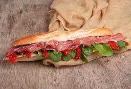 Sándwich Gourmet de  Crudo & Gruyere