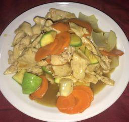 Pollo Salteado con Salsa Curry