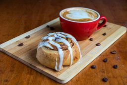 Café más Pasta Frola O Roll de Canela