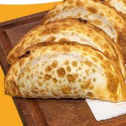 Empanada Mozzarella ,panceta y Ciruela Souffle