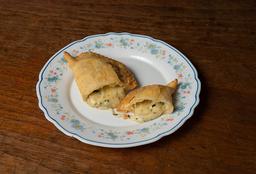 Empanada de Mozzarella, Tomate y Albahaca