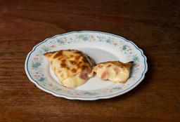 Empanada de Salchicha, Mostaza y Mozzarella