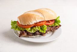Sandwich de lomito clásico con papas