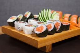 Tabla Sushi Clásica de Salmón - 30 U