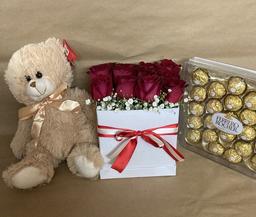 Caja de 12 Rosas Combo Enamorados Flower Box Deluxe