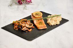 Salmon Grille con Arroz Yamani y Vegetales
