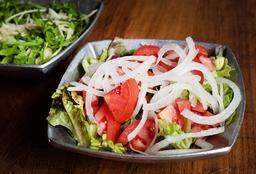 Ensalada con Mix de Hojas Verdes, Tomate y Cebolla