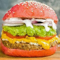 Pink Avocado Burger con Papas Fritas
