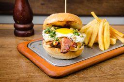 Hamb de Bacon y Huevo + Papas Fritas