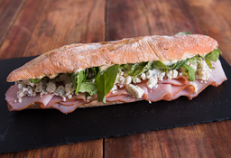 Combo Sándwich Blue Cheese & Lomo Praga