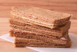 Sándwich Miga Crudo & Queso