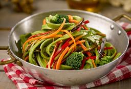 Fettuccini Verdi Salteado con Vegetales