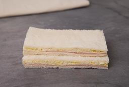 Sándwich Triple de Jamón & Huevo