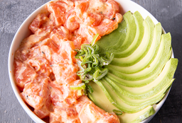 Chirashi Salad Salmón Spicy, Palta & Verdeo