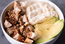 Chirashi Salad Pollo Teriyaki, Palta & Queso