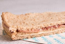 Sándwich de Queso, Lechuga, Tomate & Huevo