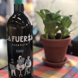"""Botella """" la FUERZA"""" Blanco 750 ml"""