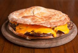 Sándwich de Lomo con Queso Cheddar