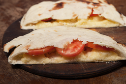 Sándwich de Queso, Tomate & Albahaca
