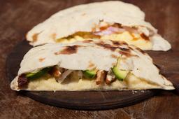 Sándwich de Pollo, Queso, Cebolla & Palta