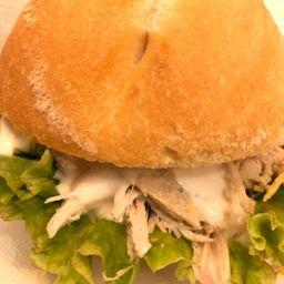 Sandwich de Pollo, Fritas y Lata Pepsi