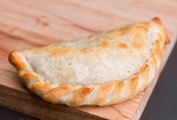Empanada Soufflé de Jamón, Queso, Cebolla & Huevo