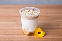 Yogur con Banana, Miel y Granola