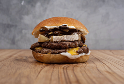 Hamburguesa Queso Brie, Doble Carne + Papas