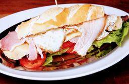 Sándwich de Pollo Grille + Papas