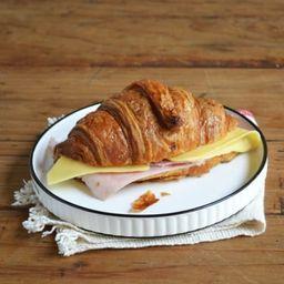 Croissant con Jamón & Queso