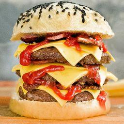 White Terminator Burger con Papas Fritas