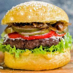 Yellow Classic Burger con Papas Fritas