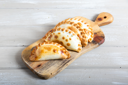Empanada Queso & Cebolla
