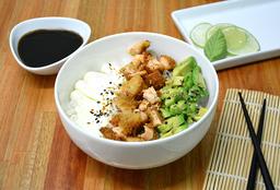 Chirashi Salad Salmón Rebozado, Palta & Phila