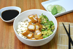 Chirashi Salad Langostinos Rebozados, Palta & Phila